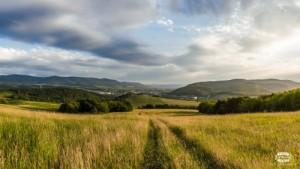 6. kategória: Západ slnka nad Sninou, autorom je pán Tomáš Sičák a do súťaže ju prihlásilo Občianske združenie MAS Pod Vihorlatom, o.z.