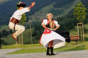 7. kategória: Krojovaná radosť, autorkou je pani Veronika Mikulášová a do súťaže ju prihlásilo Občianske združenie Stredný Liptov